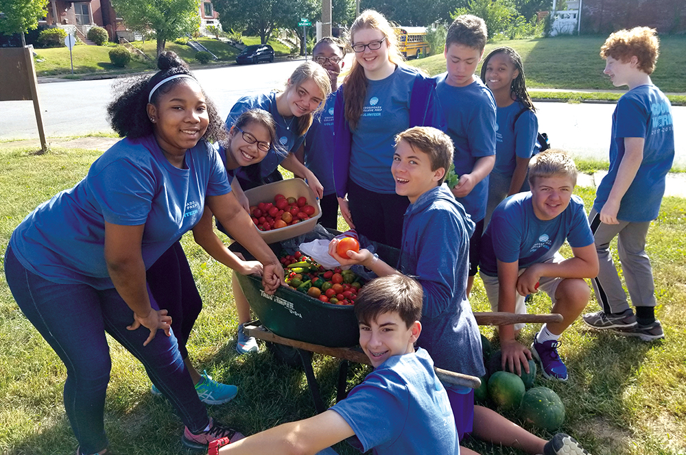 Crossroads students volunteer to harvest crops in the city